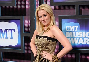 2010 CMT Music Awards - Arrivals