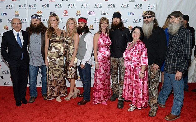 The Duck Dynasty Family Releases 'Duck The Halls: The Robertson ...